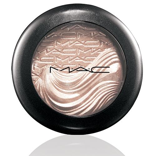 mac in extra dimension eyeshadow a natural flirt