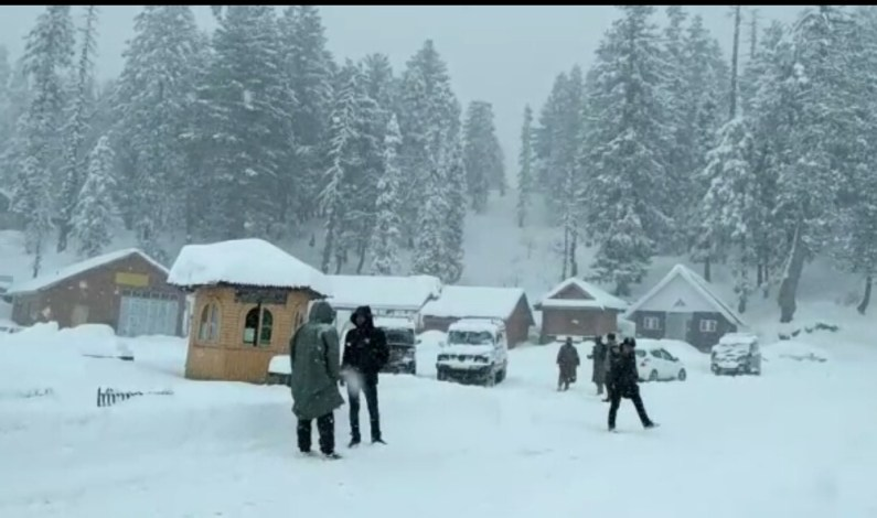 Bandipora-Gurez road closed following fresh snowfall