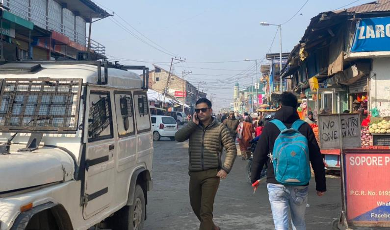 SHO Sopore met street vendors, assures all possible support