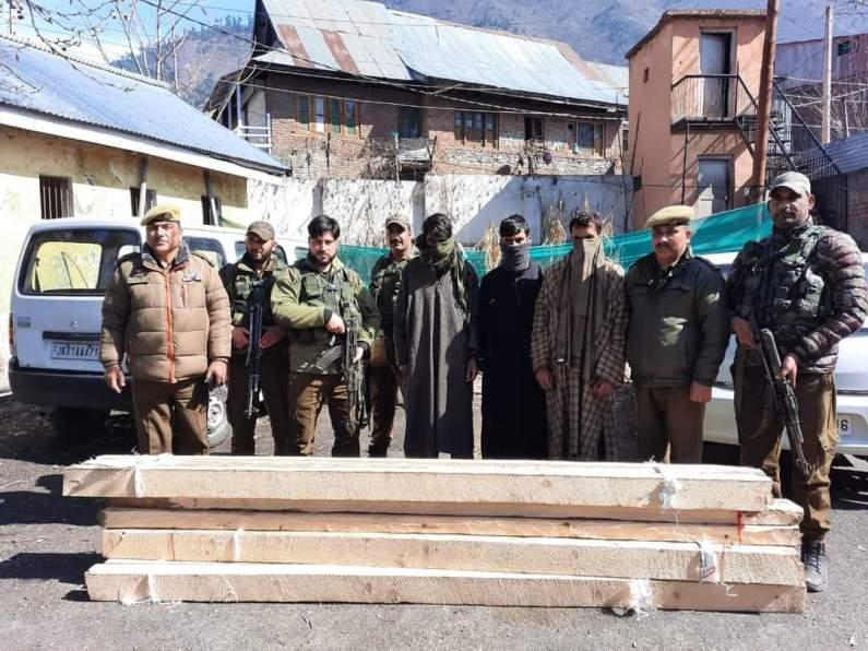Timber smugglers held in Ganderbal