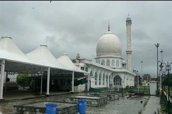 Empty Grand Mosques, Eidgahs reflect adherence to Covid SOPs as people offer Eid prayers in decentralised way