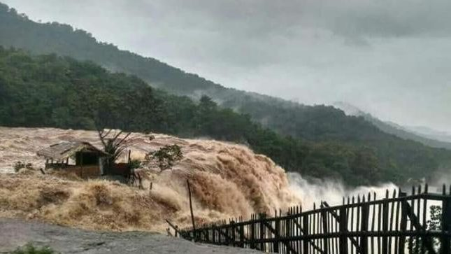 22 dead in a massive flood in PaJK