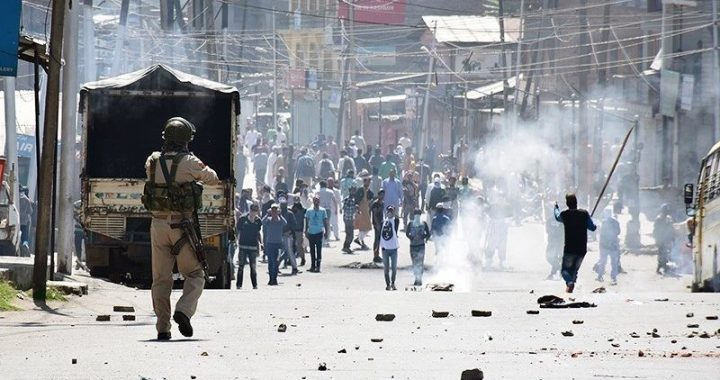 Indian Security forces using Chemical weapons in Kashmir