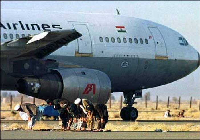 Taliban Hijackers offering Prayers near the captured Aircraft IC814