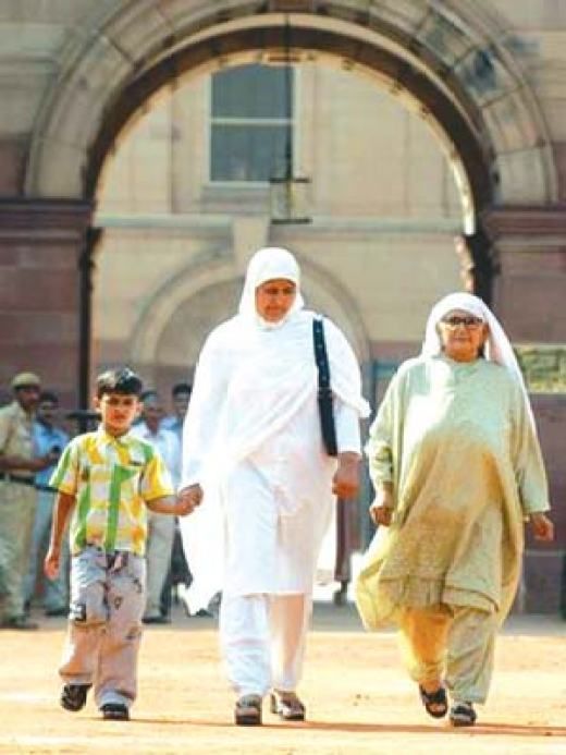 Guru's Son,wife and mother after filing the mercy petition with president APJ Kalam