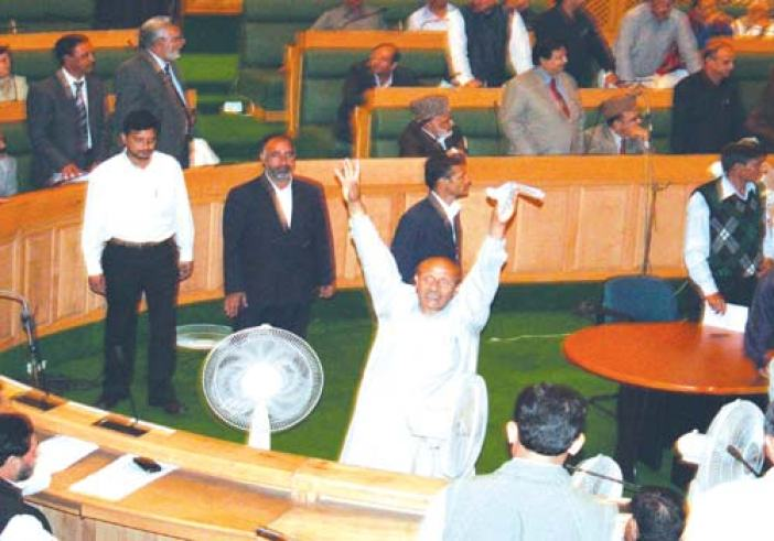 Er. Rashid cries in the well of the house over not his resolution been taken up --Photo: Bilal Bahadur