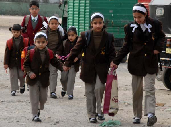 Kids finally making their way to School after winter break culminates