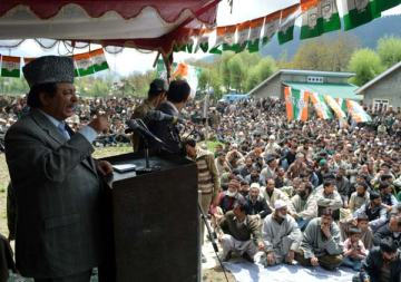 Peerzada Mohammad Sayeed while addressing a public rally in Larnoo in South Kashmir. Photo:Shah Junaid