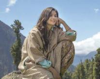 briefing-Alia-Bhatt-Shooting-for-Highway-at-Aru-Valley