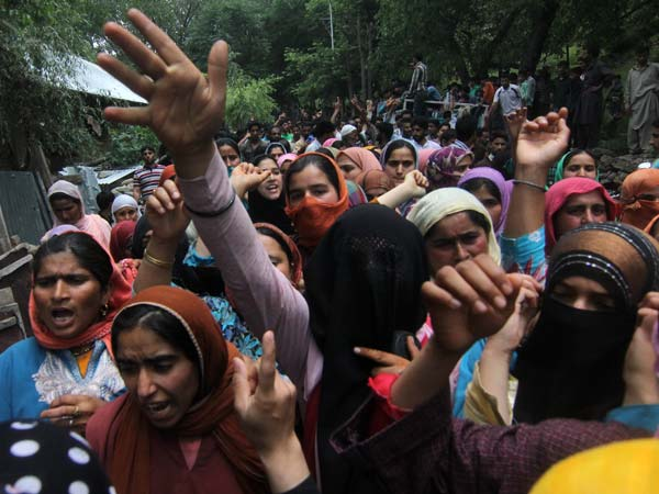 As Ajaz's body was taken for burial women in Lurgham raised anit-India and pro-Azadi slogans.