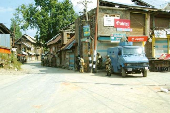 Paramilitary forces enforcing curfew in South Kashmir. Pic: Arif Wani