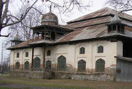 Volunteers work with various different Kashmir based organisations. Volunteer with INTACH work on preservation of heritage buildings. BILAL BHADUR