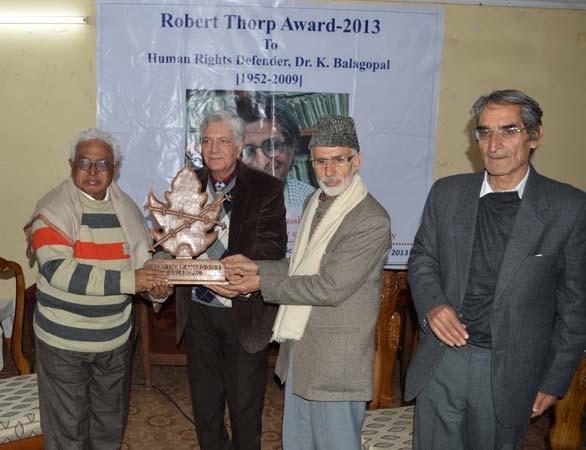 Prof Babaiah receiving the award on the occasion: Photo: Bilal Bahadur