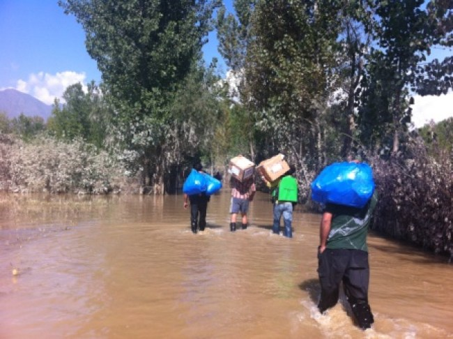 Volunteers carrying relief material.