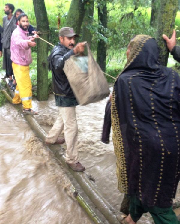 Rescue operation going on in Aakhran, Kulgam and Devsar