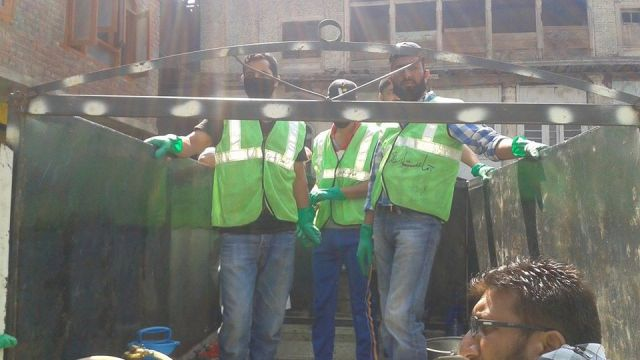 JeI workers during rescue operation.