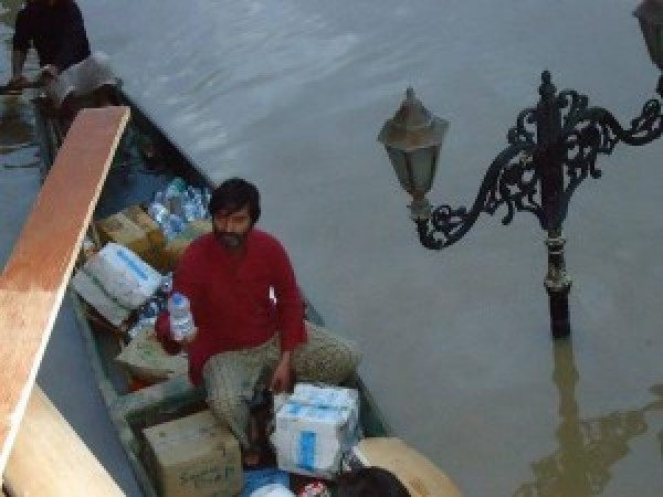 JKLF Chairman Yasin Malik distributing relief. Photo: Web