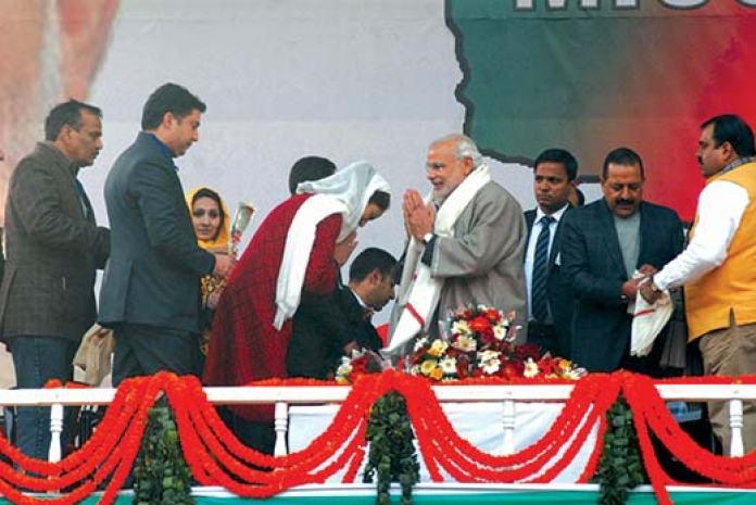 Dr Hina Bhat bows in front of Indian Prime Minister Narendra Modi during his Srinagar rally. Pic: Bilal Bahadur