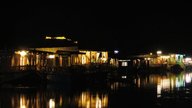 Evening view of Dal Lake. Pic courtesy: Internet