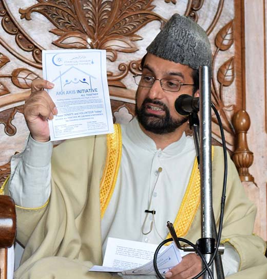Mirwaiz Umar Farooq announcing 'Akh Akis' initiative in Jamia Masjid.