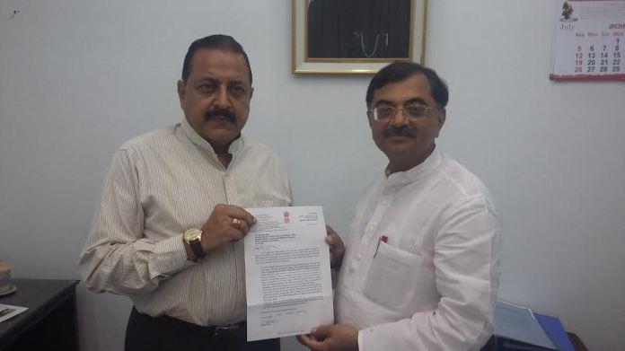 BJP MP Tarun Vijay presenting memorandum to MoS in PMO India, Dr Jitendra Singh in New Delhi on Tuesday.