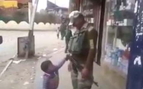 kid-asking-trooper-for-a-gun