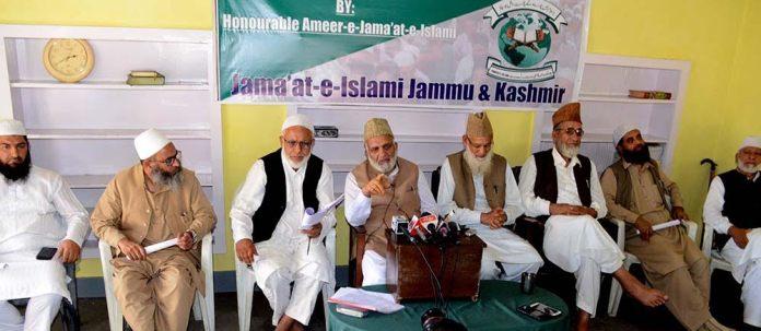 Newly elected Amir-I-Jama'at J&K, Gh Muhammad Bhat (fifth from right) addressing press in Srinagar on Thursday. (KL Image: Bilal Bahadur)