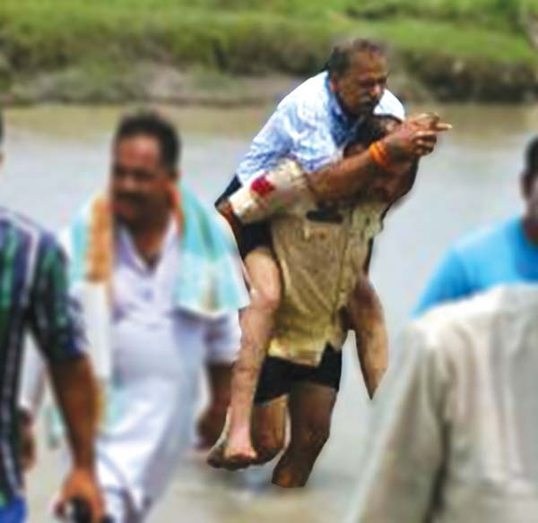 Jammu-Lawmaker-on-Personal-guards-back-while-crossing-a-stream