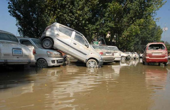 Vehicles-damaged-in-floods-2014