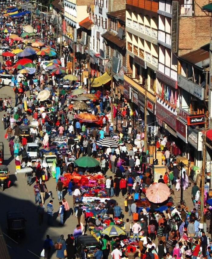 Eid rush in city centre, Lal Chowk. (Photo: Bilal Bahadur/KL)