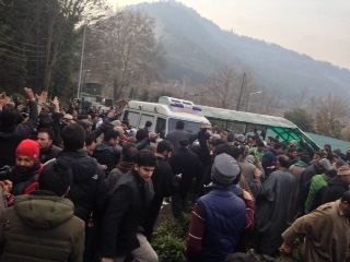 Ambulance Carrying late CM Mufti's body at Fairview residence, Gupkar.