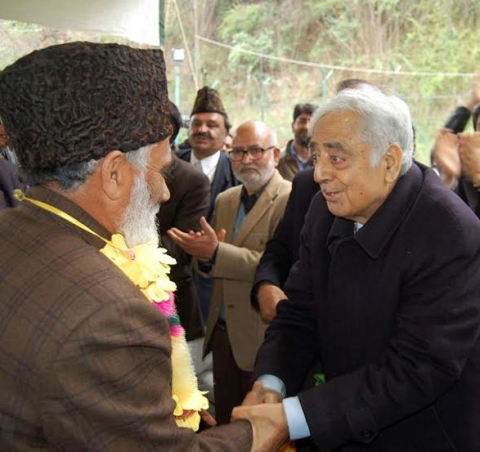 late Mufti Mohammad Sayeed welcoming new workers in PDP at his Fairview residence in 2014. (KL Image: Bilal Bahadur)