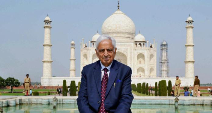 Former Jammu Kashmir Chief Minister along with his wife and daughter paid a visit to Agra on Noveember 24, 2015 (Wednesday) with a wish to see the wonder of the world Taj Mahal.