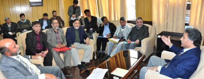 Fruit growers call on Advisor, seek timely supply of fertilizers, fungicides