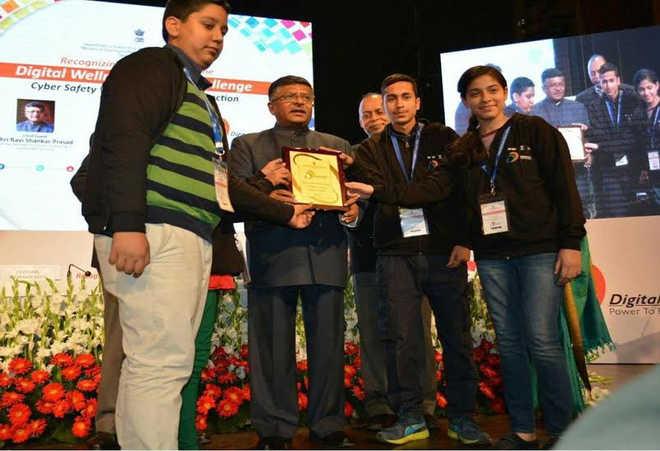 Danish Shakeel receiving an award from union telecom minister, Ravi Prasad.