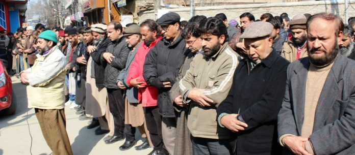 JKLF offering funeral in absentia for Maqbool Bhat's wife.
