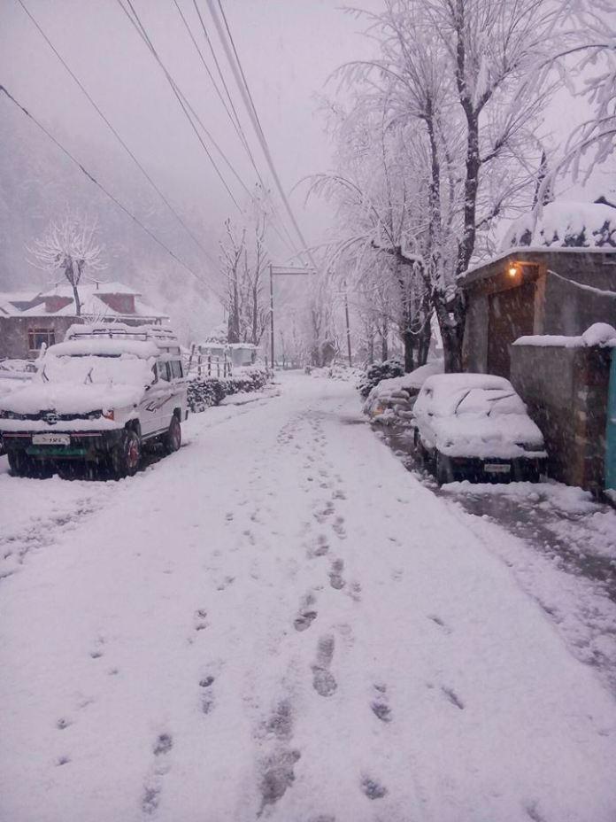 Central Kashmir's high altitude Kangan area received major snowfall since Wednesday late evening.