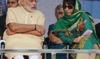 CM Mehbooba Mufti with PM Modi at a public rally in Katra on April 19, 2016.
