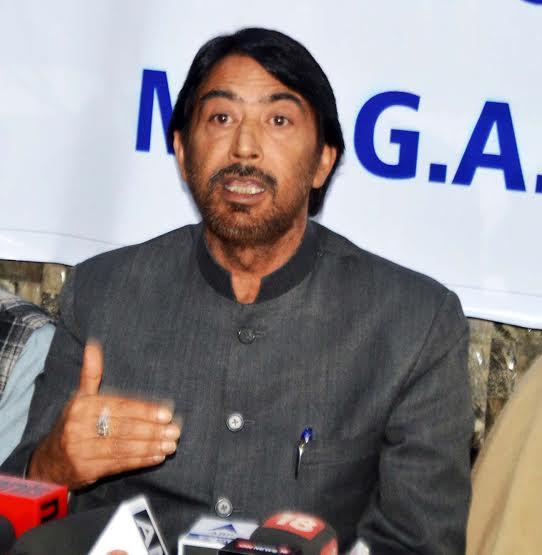 Congress J&K Unit cheif G A Mir addressing a press conference on April 22, 2016 at Srinagar hotel. (KL Image: Bilal Bahadur)