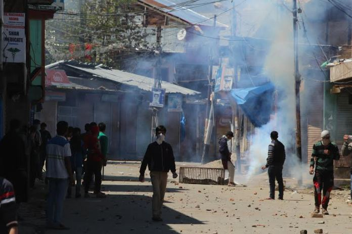 While curfew has been imposed in Handwara following three killings on April 13, 2016, youth resorted to stone-pelting on Wednesday. (KL Image: Mohammad Abu Bakr)