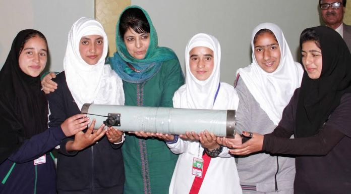 CM Mehbooba Mufti presenting a telescope to students at KU on May 09, 2016.
