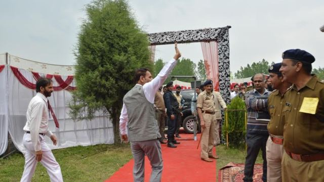 NC Lawmaker Ab Majid Larmi leaving stage on May 05, 2016 after he was hooted by PDP supporters in Islamabad which CM addressed. (KL Image: Shah Hilal)