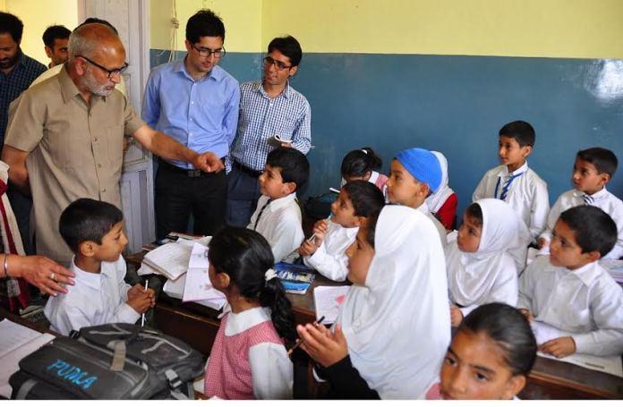 Edu Min Naeem Akhtar interacting with students in Srinagar on May 10, 2016