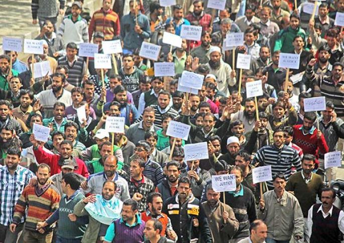 employees-protest-in-Srinagar