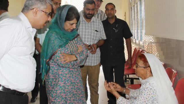 CM on surprise visit to Hospital in Jmu