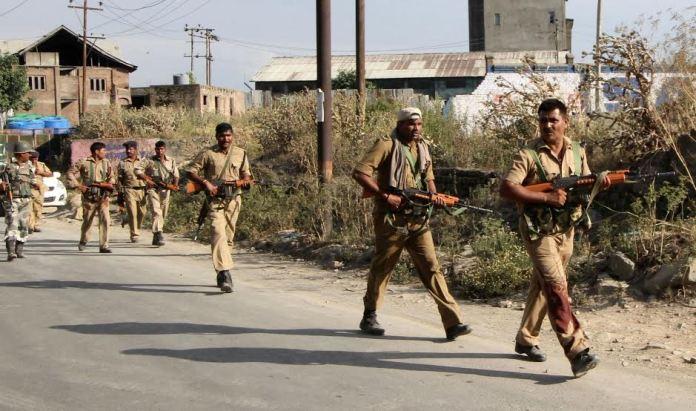 CRPF Men on way Camp. (Photo: Bilal Bahadur/KL)