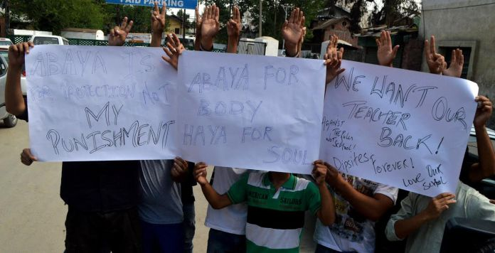 The DPS students holding protest in Press Colony on Monday. (KL Image courtesy: Mehraj Bhat)