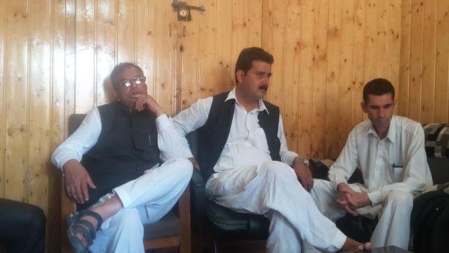 Congress' Hilal Ahmad Shah addressing media in Islamabad on Saturday. (KL Image: Aakash Hassan)