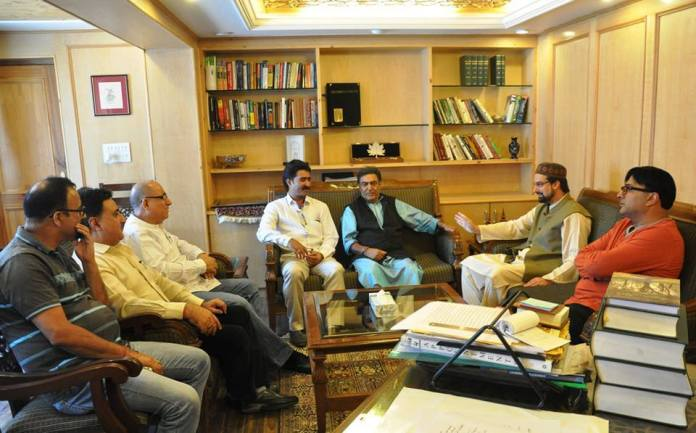 A KP delegation called on Mirwaiz Umar Farooq on Monday.
