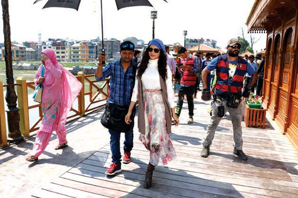 Telugu-Film-being-shot-on-zero-bridge
